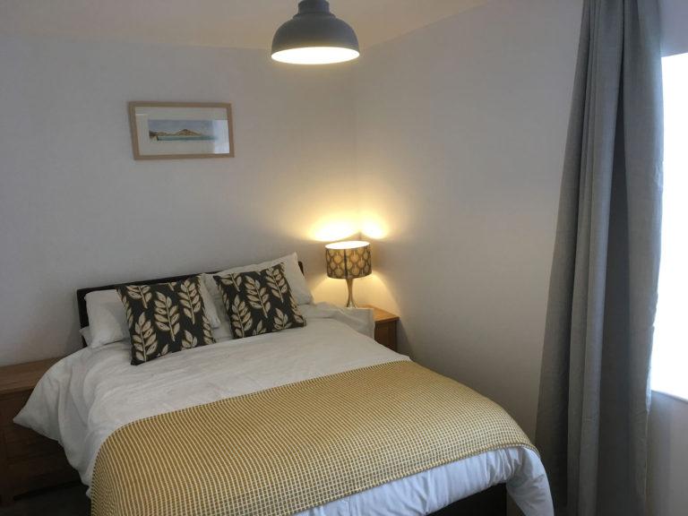 Trevalgan Farm - The Carthouse - Bedroom 1