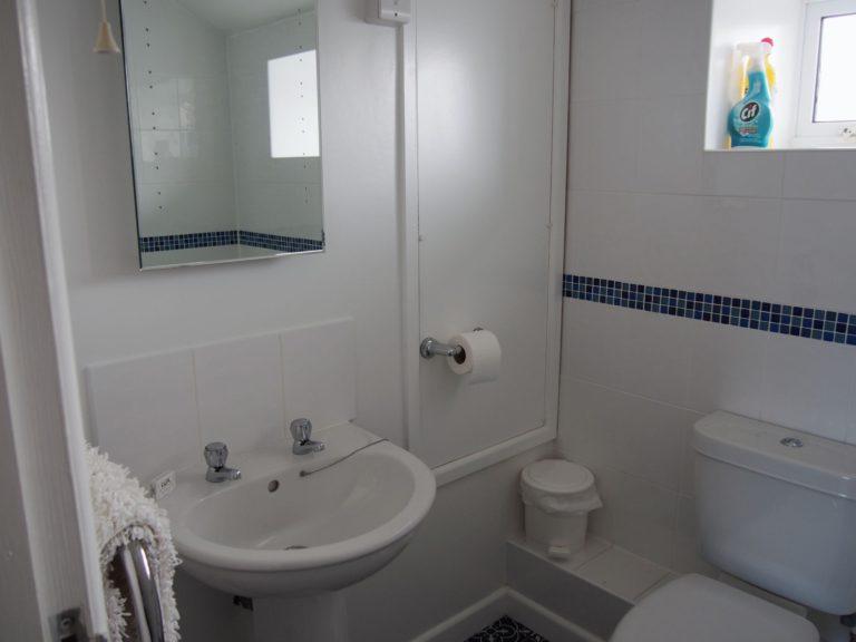 Trevalgan Farm - The Hayloft - Bathroom